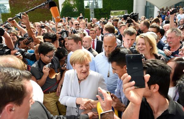 Bild 1 von 1: Millionen junge Deutsche kennen nur eine Kanzlerin: Angela Merkel. In ihre Amtszeit fällt das Fußball-Sommermärchen, die Flüchtlingskrise und der Kampf gegen das Coronavirus.