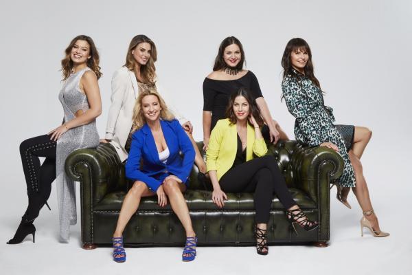 Bild 1 von 11: V.l.: Sharon Berlinghoff, Claudelle Deckert, Isabell Hertel, Antonia Michalsky, Valea Scalabrino, Tabea Heynig