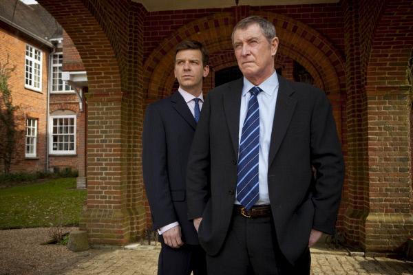 Bild 1 von 8: DS Ben Jones (Jason Hughes, l.) und DCI Tom Barnaby (John Nettles, r.).