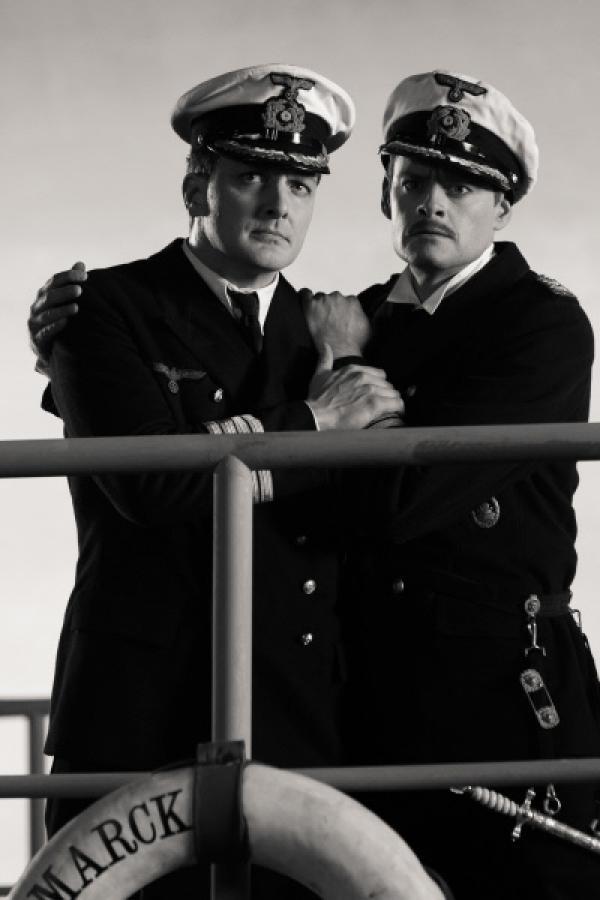 """Bild 1 von 6: """"Sketch History"""" präsentiert das """"War Boat"""": Holger Stockhaus als Admiralstabsoffizier Rüdiger Hansen und Max Giermann als Flottenchef Norbert Poschke."""