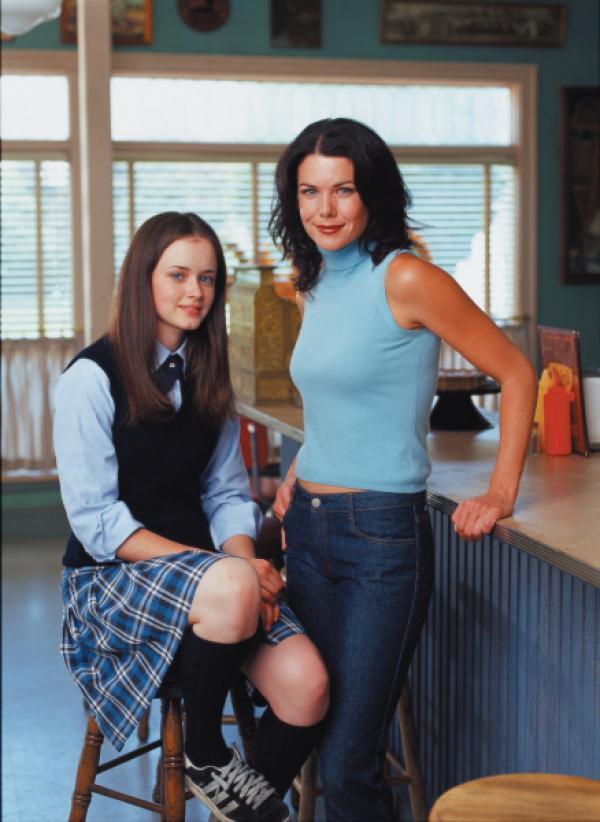 Bild 1 von 13: (1. Staffel) - Ein Mutter-Tochter-Gespann für alle Fälle: Rory (Alexis Bledel, l.) und ihre Mutter Lorelai (Lauren Graham, r.) ...