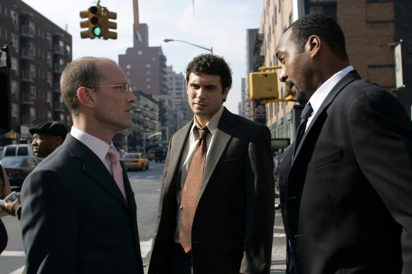 Bild 1 von 12: (l-r) David Drake as Herbert Wiggins, Jeremy Sisto as Cyrus Lupo, Jesse L. Martin as Det. Ed Green -- NBC