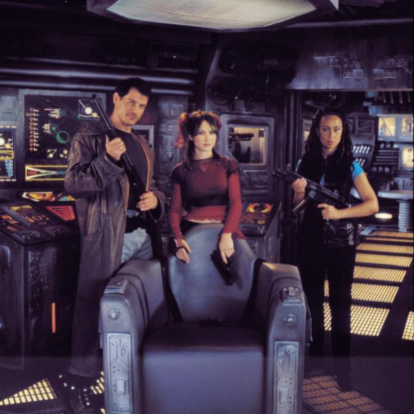 Bild 1 von 1: Die Kopfgeldjäger Dante Montana (Michael Paré,l.), Lucretia Scott (Claudette Roche,r.) und Percy Montana (Tanya Allen,m.) sind in den weiten des Weltraums unterwegs um interplanetare Kriminelle aufzuspüren und zu verhaften.