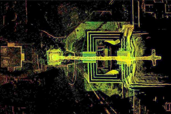 Bild 1 von 4: Der Tunnel führt direkt unter die \