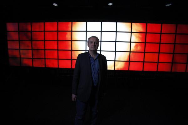 Bild 1 von 5: Der Astrophysiker Prof. Volker Bromm kann in die Vergangenheit blicken. \
