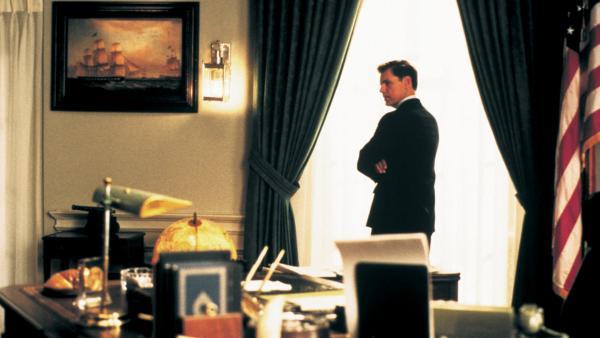 Bild 1 von 4: Dem US-Präsident John F. Kennedy (Bruce Greenwood) stehen schwere Zeiten bevor.
