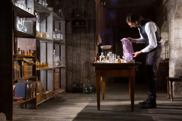 Bild 1 von 8: London im Jahr 1856: Der erst 18-jährige Chemiker Henry Perkins entdeckt durch einen Zufall den ersten synthetische Farbstoff der Welt: Mauve.
