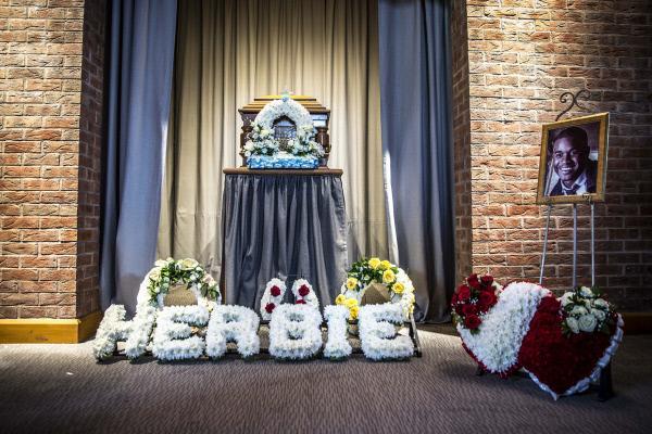 Bild 1 von 4: Herbie - Emporkömmling der Gangsterfamilie Attah - hat sich selbst das Leben genommen.