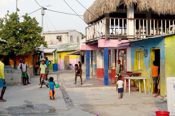Bild 1 von 6: 493 Bewohner teilen sich eine rund einen Hektar große Insel aus Beton. Rein rechnerisch bleiben jedem etwas mehr als 20 Quadratmeter Privatsphäre.