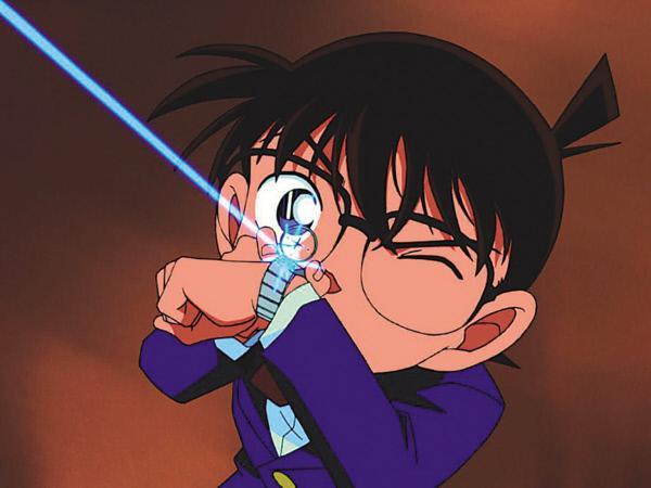 Bild 1 von 6: Der eigentlich 17-Jährige Shin'ichi Kudo muss nun im Körper eines Grundschülers Fälle lösen, ohne erkannt zu werden, und nennt sich ab sofort Conan Edogawa ...