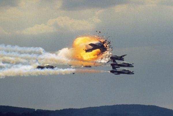 Bild 1 von 2: Das Flugunglück auf der US-Airbase Ramstein forderte 70 Todesopfer, über 1000 Menschen wurden verletzt. Am 28. August 2018 jährt sich die Ramstein-Katastrophe vom 30. Mal.