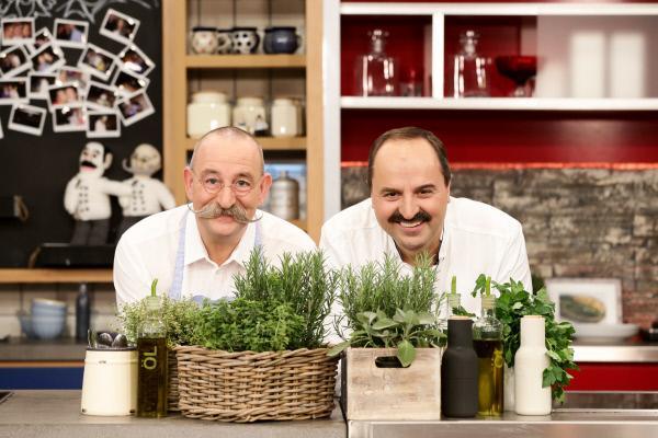 Bild 1 von 2: Horst Lichter und Johann Lafer kochen in dieser Folge mit Simone Thomalla und Hans-Werner Olm.
