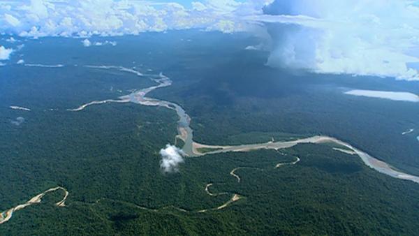 Bild 1 von 8: Luftaufnahme des peruanischen Tieflandes, das Quellgebiet des Amazonas.
