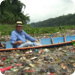 Bilder zur Sendung: Der Schmutzfluss - Bootsfahrt �ber Plastikflaschen