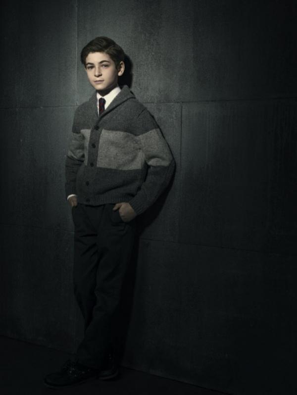 Bild 1 von 35: (1. Staffel) - Will seine Eltern rächen und seine Heimatstadt Gotham vom Bösen befreien: Bruce Wayne (David Mazouz) ...