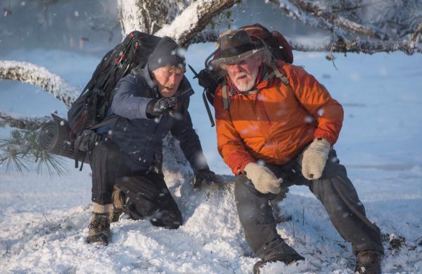 Bild 1 von 12: Der Appalachian Trail führt Bill Bryson (Robert Redford, li.) und Katz (Nick Nolte) über verschneite Bergrücken.