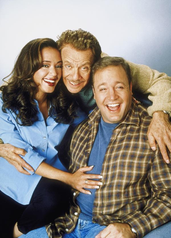 Bild 1 von 6: 1. Staffel: (v.l.) Carrie (Leah Remini), Arthur (Jerry Stiller) und Doug (Kevin James)