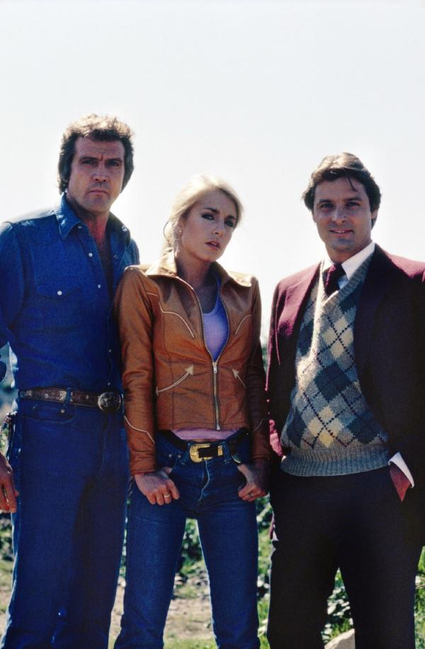 Bild 1 von 9: (v.l.): Colt Seavers (Lee Majors), Jody Banks (Heather Thomas) und Howie Munson (Douglas Barr)