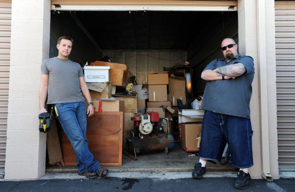 Bild 1 von 3: Allen and Ton in front of garage
