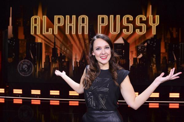 Bild 1 von 5: Die selbsternannte 'Terror-Braut' Carolin Kebekus pr?sentiert ihr zweites Live-Programm 'Alpha Pussy'.