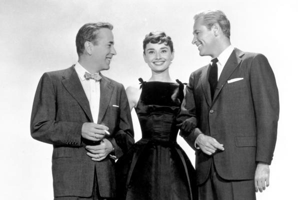 Bild 1 von 3: Die ungleichen Brüder aus reichem Hause, Linus Larrabee (Humphrey Bogart, links) und David Larrabee (William Holden, rechts) kämpfen um die Gunst von Sabrina Fairchild (Audrey Hepburn), der Tochter des Chauffeurs.