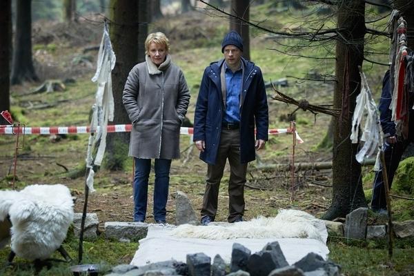Bild 1 von 4: Marie Brand (Mariele Millowitsch, l.); Jürgen Simmel (Hinnerk Schönemann, r.)