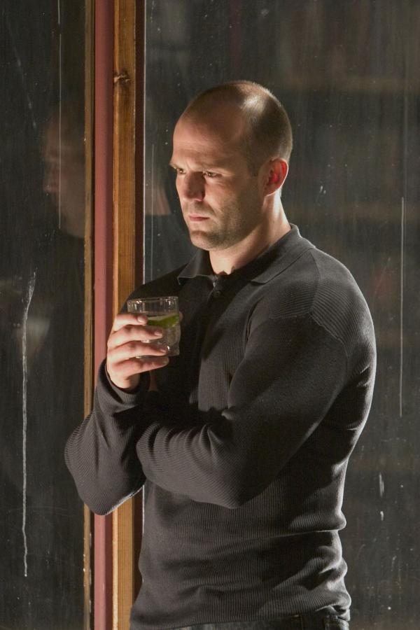 Bild 1 von 9: Quentin Conners (Jason Statham) wurde vom Dienst suspendiert, weil er für den Tod eines Geiselnehmers und einer Geisel verantwortlich war. Doch auf Verlangen eines Gangsterbosses soll der draufgängerische Cop nun wieder ermitteln...