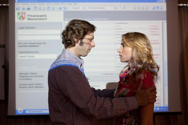 Bild 1 von 11: Ekki (Oliver Korittke) bandelt mit der attraktiven Leonie (Julia Kelz) bei einem Fortbildungsseminar zum Thema \