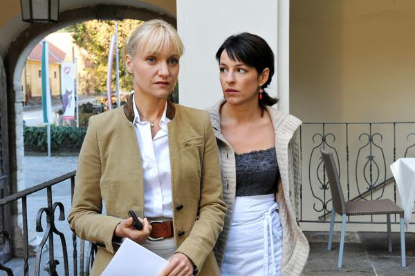 Bild 1 von 23: Eva Herzig (Katharina Lenz), Julia Cencig (Birgit Gross).