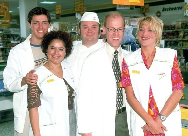 Bild 1 von 7: Die 'Trispa'-Supermarkt-Crew, v.li.: Kevin Bongartz (Kevin Lorenz), Gisi Wiemers (Franziska Traub), Bernie Stemmer (Georg Alfred Wittner), Achim Schumann (Lutz Herkenrath), Rita Kruse (Gaby Köster)