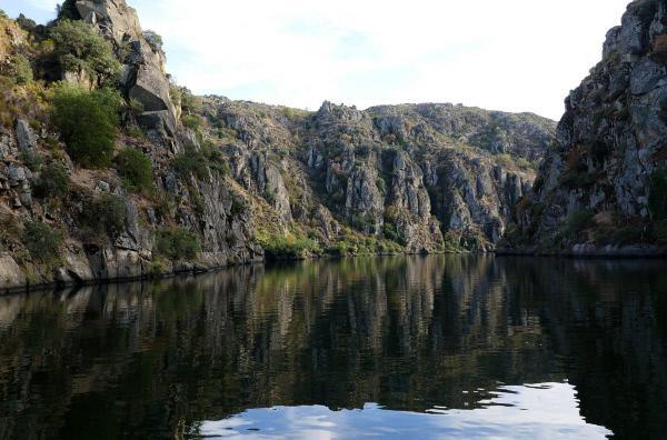 Bild 1 von 5: Der Duero hat den Canyon in Millionen Jahren ausgewaschen.