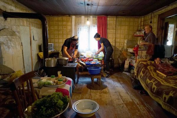 Bild 1 von 5: Die Georgier sind traditionsbewusst. Die Küche der Urgroßeltern wird auch heute noch mit viel Liebe erhalten und zu besonderen Anlässen genutzt.