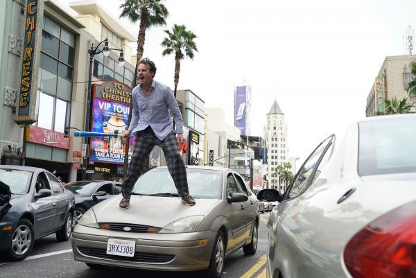 Bild 1 von 6: Unicorn Father (Kai Lennox) randaliert auf den Straßen von Los Angeles.