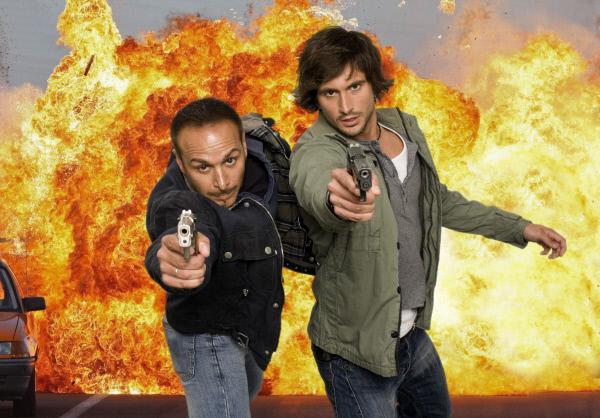 Bild 1 von 14: Ein Flammenmeer hält Semir (Erdogan Atalay, li.) und Ben (Tom Beck) davon ab, die flüchtende Lara weiter zu verfolgen.