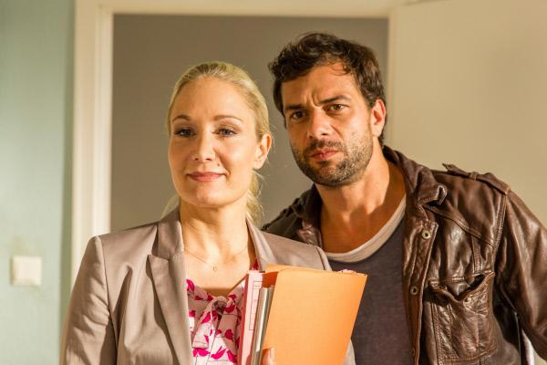 Bild 1 von 1: Dem Feuerteufel auf der Spur: Kommissar Nikolas Heldt (Kai Schumann) und Staatsanwältin Ellen Bannenberg (Janine Kunze).