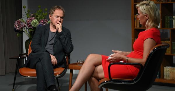 Bild 1 von 19: Fritz Thomas (Uwe Ochsenknecht) macht im Nachttalk (Moderatorin Kamilla Senjo) \