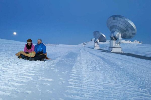 Bild 1 von 4: Den Sternen ein bisschen näher: Auf dem 2.500 Meter hoch gelegenen Plateau de Bure steht eines der leistungsfähigsten Radioteleskop-Observatorien der Welt.