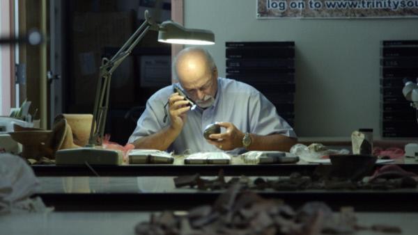 Bild 1 von 3: Steven Collins am Arbeitsplatz.