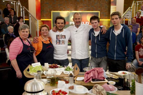 Bild 1 von 1: Hanna Willruth, Ingelore Gundlach, Steffen Henssler, Frank Rosin, Jonas Reissmann, Kevin Klonowski.