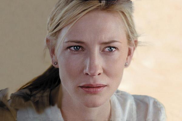 Bild 1 von 11: Susan (Cate Blanchett) ist mit ihrem Mann Richard im Urlaub in Marokko. Seit dem Tod ihres jüngsten Kindes hängt ihre Ehe am seidenen Faden.