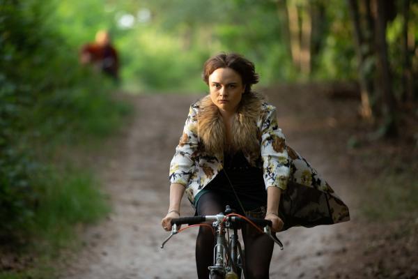 Bild 1 von 15: Kann man Mutterschaft einfach kündigen? Nicht nur darüber ringt Joe  (Lena Urzendowsky) mit ihrer Großmutter.