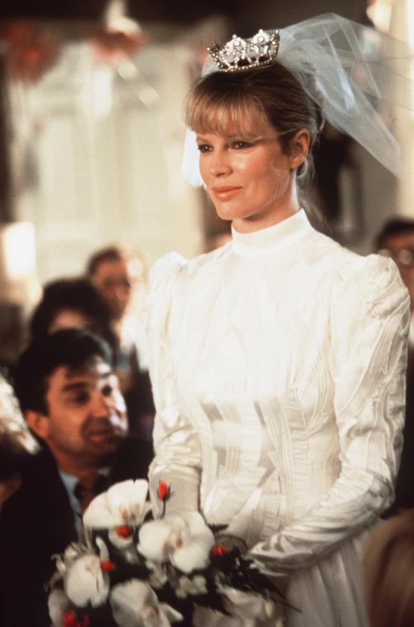Bild 1 von 9: Die Braut (Kim Basinger) kommt von einem anderen Stern.