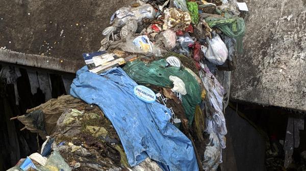 Bild 1 von 2: Plastikmüll in der Verbrennung (EWS).