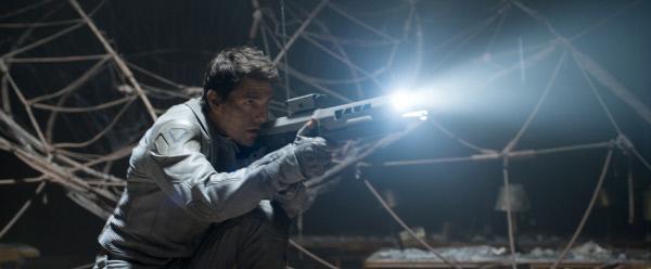 Bild 1 von 9: Jack (Tom Cruise) macht sich auf die Suche nach der verschwundenen Drohne.