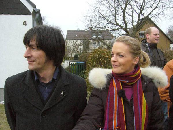 Bild 1 von 6: Die Experten John Kosmalla und Eva Brenner (Foto) erwarten die Ankunft der Familie