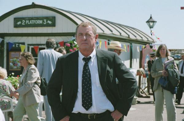 Bild 1 von 4: Das Sommerfest der Eisenbahnfreunde ist für Inspector Barnaby (John Nettles) ein idealer Ort für unauffällige Beobachtungen.