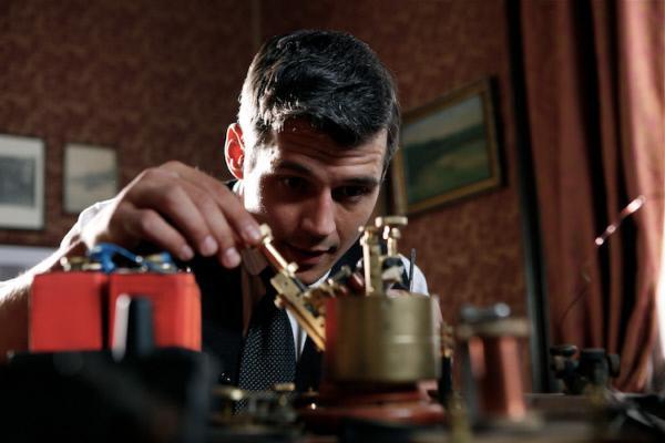 Bild 1 von 1: Schon als junger Mann entwickelt Guglielmo Marconi seinen ersten Empfänger für drahtlose Signale.