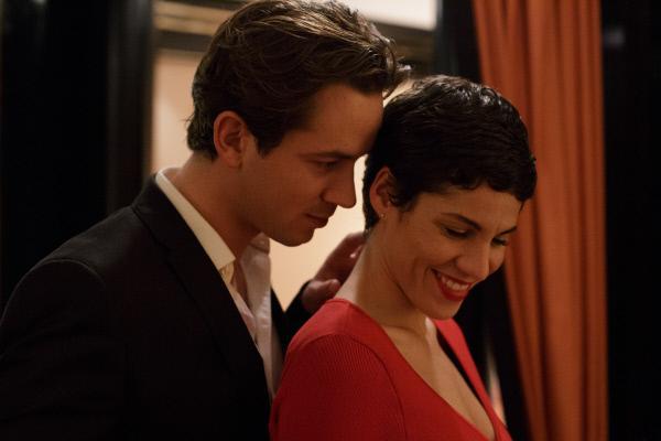Bild 1 von 9: Max Ritter (Marc Benjamin, l.) und Jackie Mueller (Jasmin Gerat, r.).