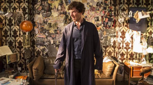Bild 1 von 4: Sherlock (Benedict Cumberbatch) versucht den schmerzhaften Verlust seines Freundes Dr. John Watson selbstzerstörerisch mit Drogen zu betäuben. Im Rausch erscheint ihm eine Klientin, die den Detektiv mit einem ungewöhnlichen Auftrag aufsucht: Sie ist sich sicher, dass ihr Vater einen Mord begangen hat, und möchte nun wissen, wer das Opfer war.
