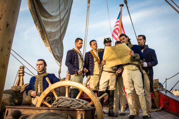 Bild 1 von 1: Amerikanische Offiziere planen die Attacke auf die Korsaren.